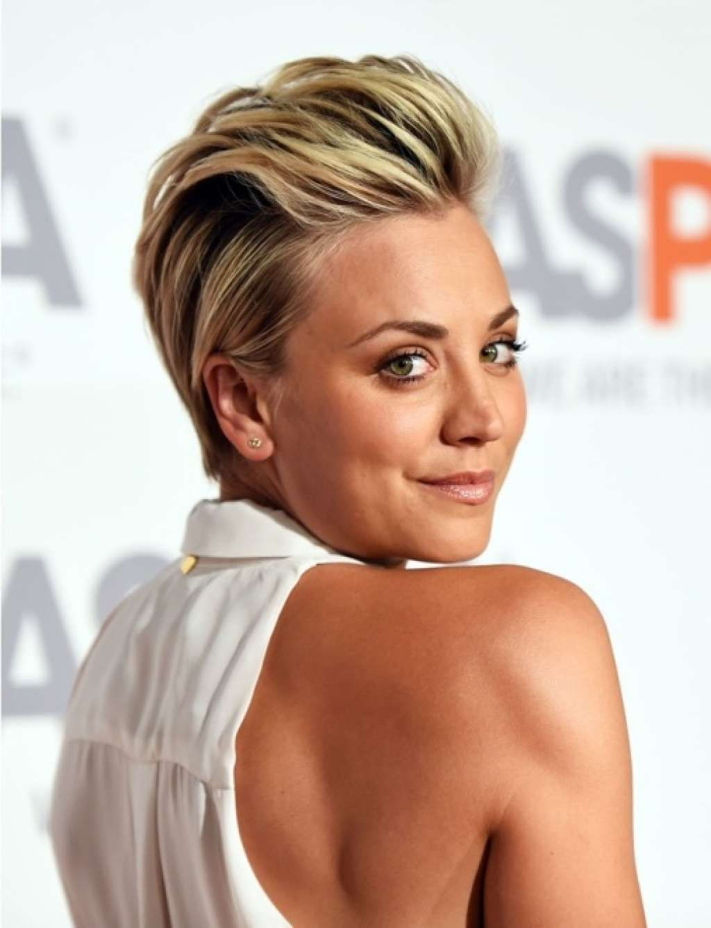 trendy short haircut with slicked back hair :: one1lady