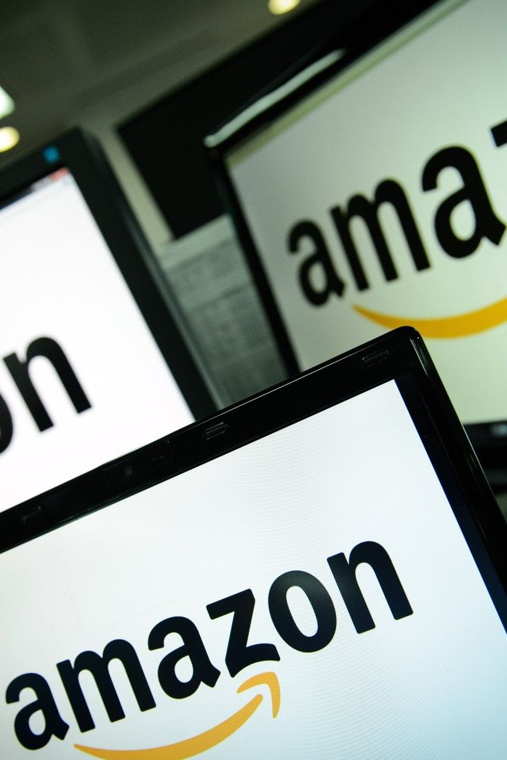 Amazon Brings Clothes Shoes To Canadian Online Store Online Business Lifestyle Online Business
