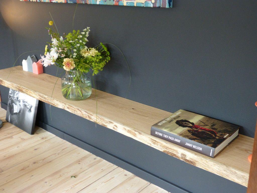 Muur Plank Voor Schilderijen.Een Wandplank Is Erg Praktisch Met Een Plank Aan De Muur Ontstaat