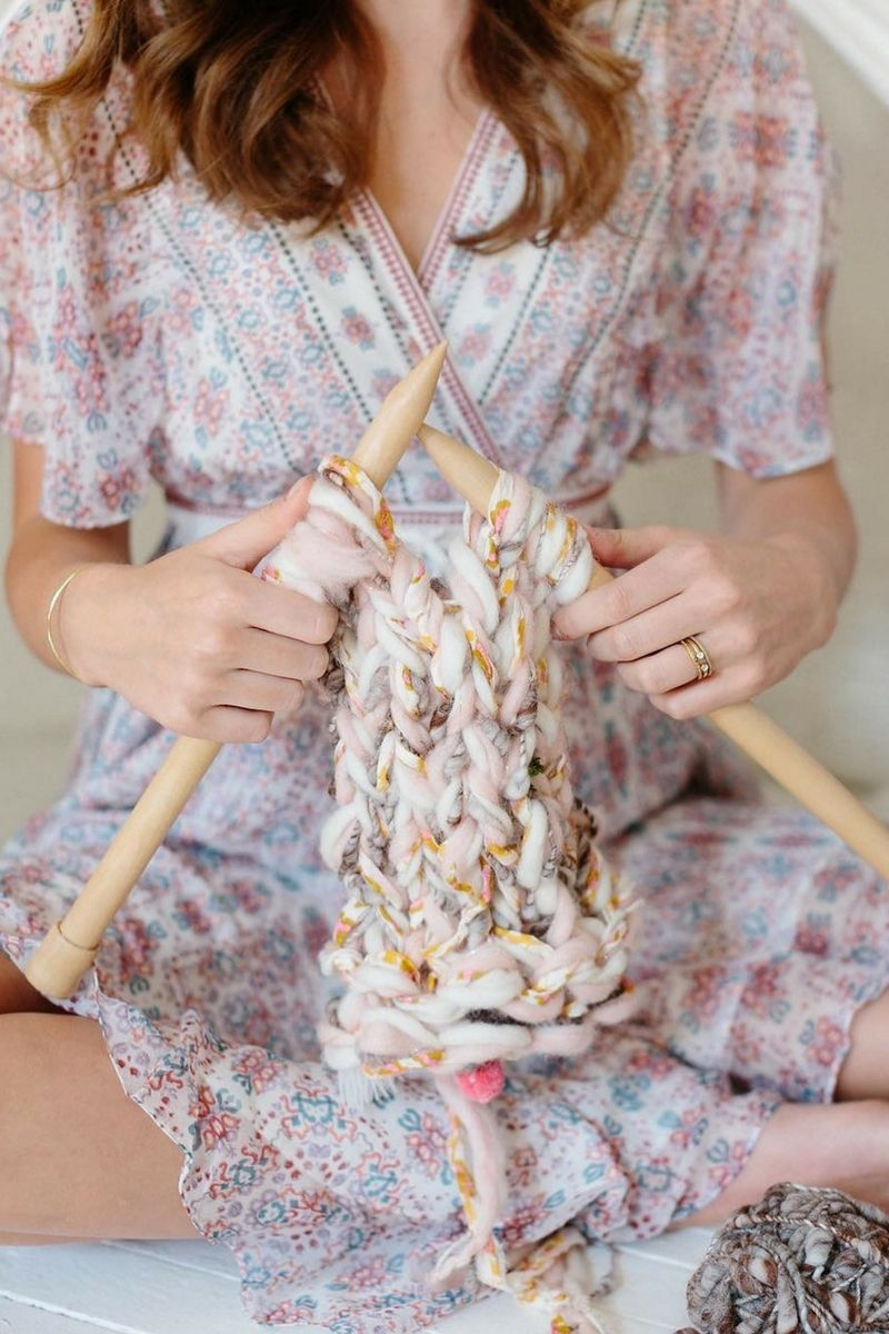 Knitting with big needles is never a bad idea! Boho knitting, handspun yarn, knitspiration, beginner knitter, #easyknits, #chunkyyarn, #bulkyyarn, #bohoknits,