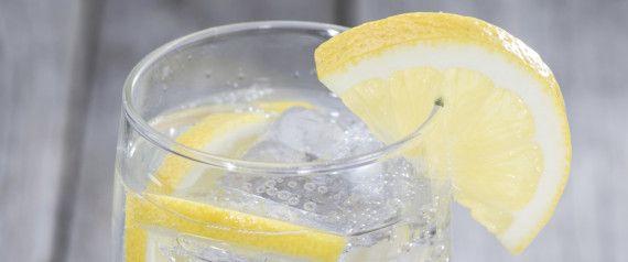 5 Gründe, warum Sie Ihr Wasser ab jetzt immer mit Zitrone trinken sollten