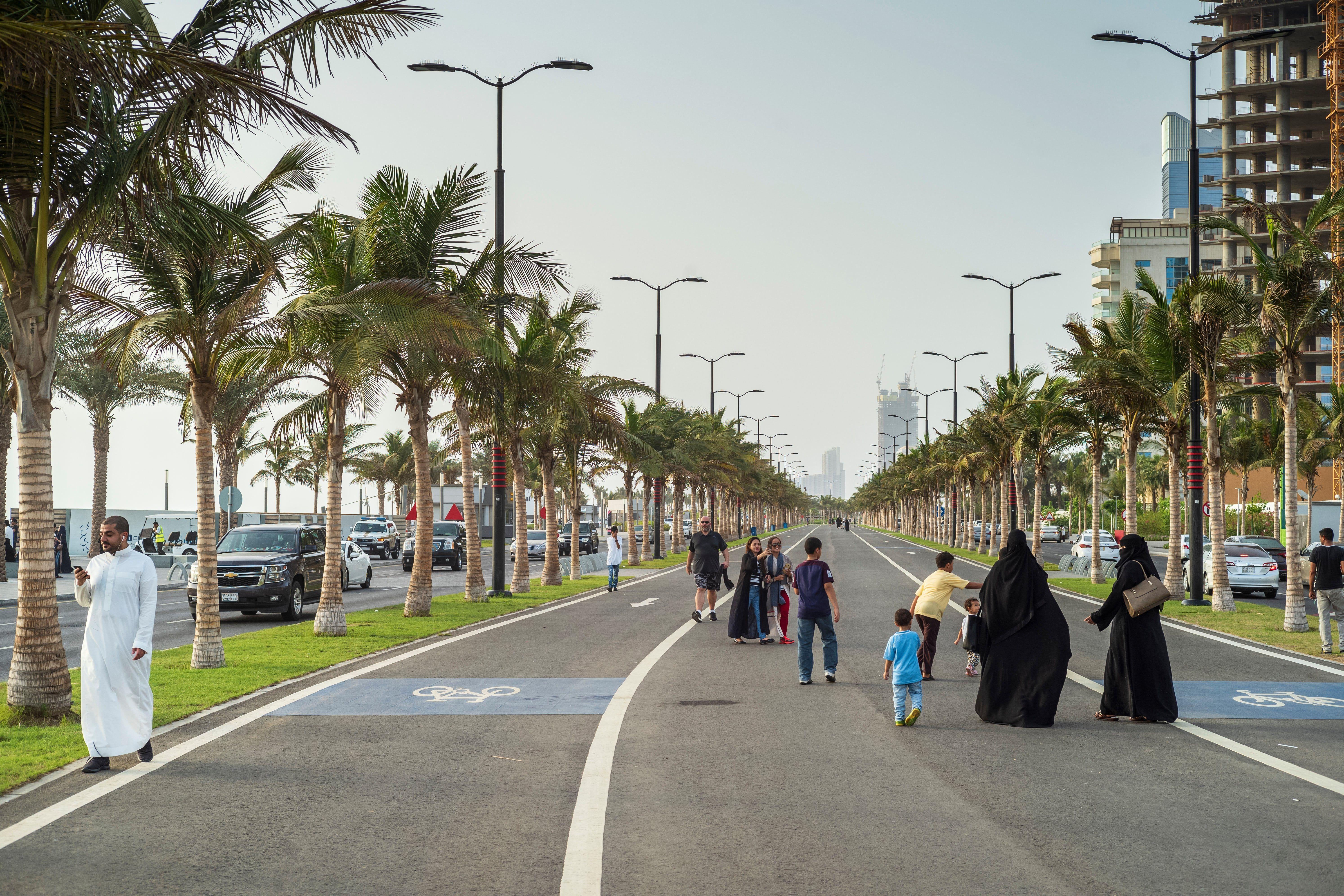 Mosques Markets And Motoring Women Jeddah Saudi Arabia In Pictures Jeddah Jeddah Saudi Arabia Beaches Jeddah Saudi Arabia