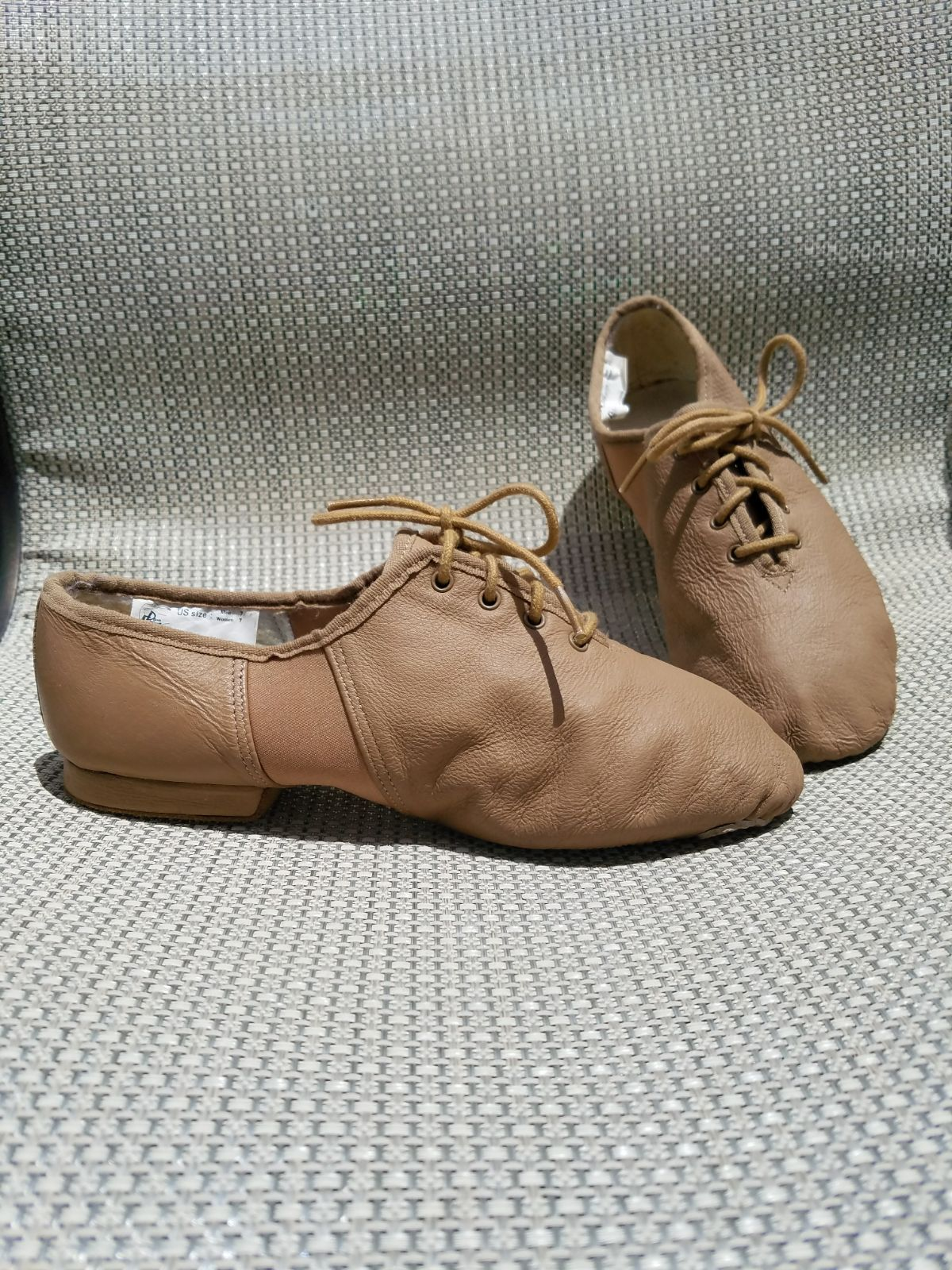 Size 7 Unisex Fits More Like A Woman S 7 N A Man S 5 Brand Dance Express By Jazz World Euc Barely Worn Maybe Once I Dance Shoes Jazz Jazz Shoes Tan Leather