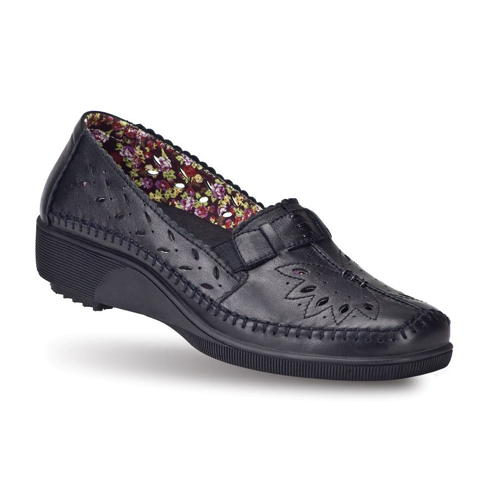 Check out these shoes from Gravity Defyer. Women's Simota Black Flats |  GravityDefyer.com