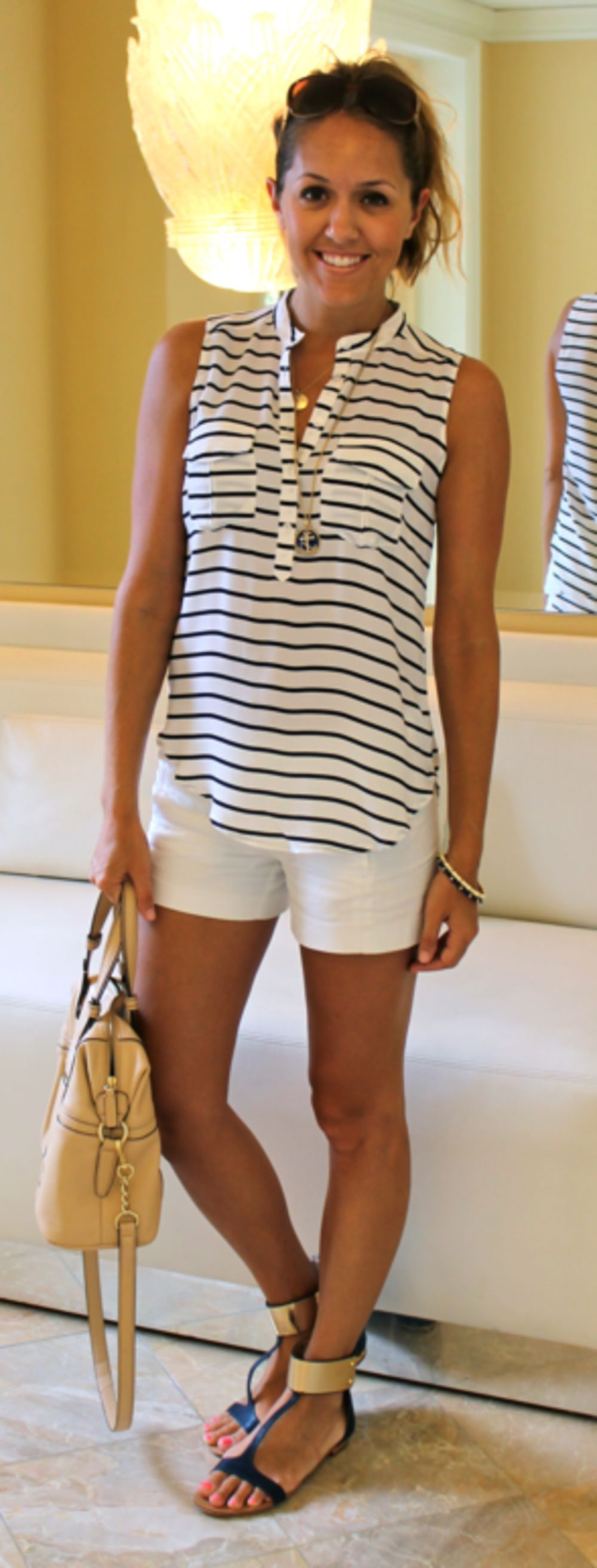 pictures Outfits with Mom Shorts – 28 Ideas on How to Wear Mom Shorts