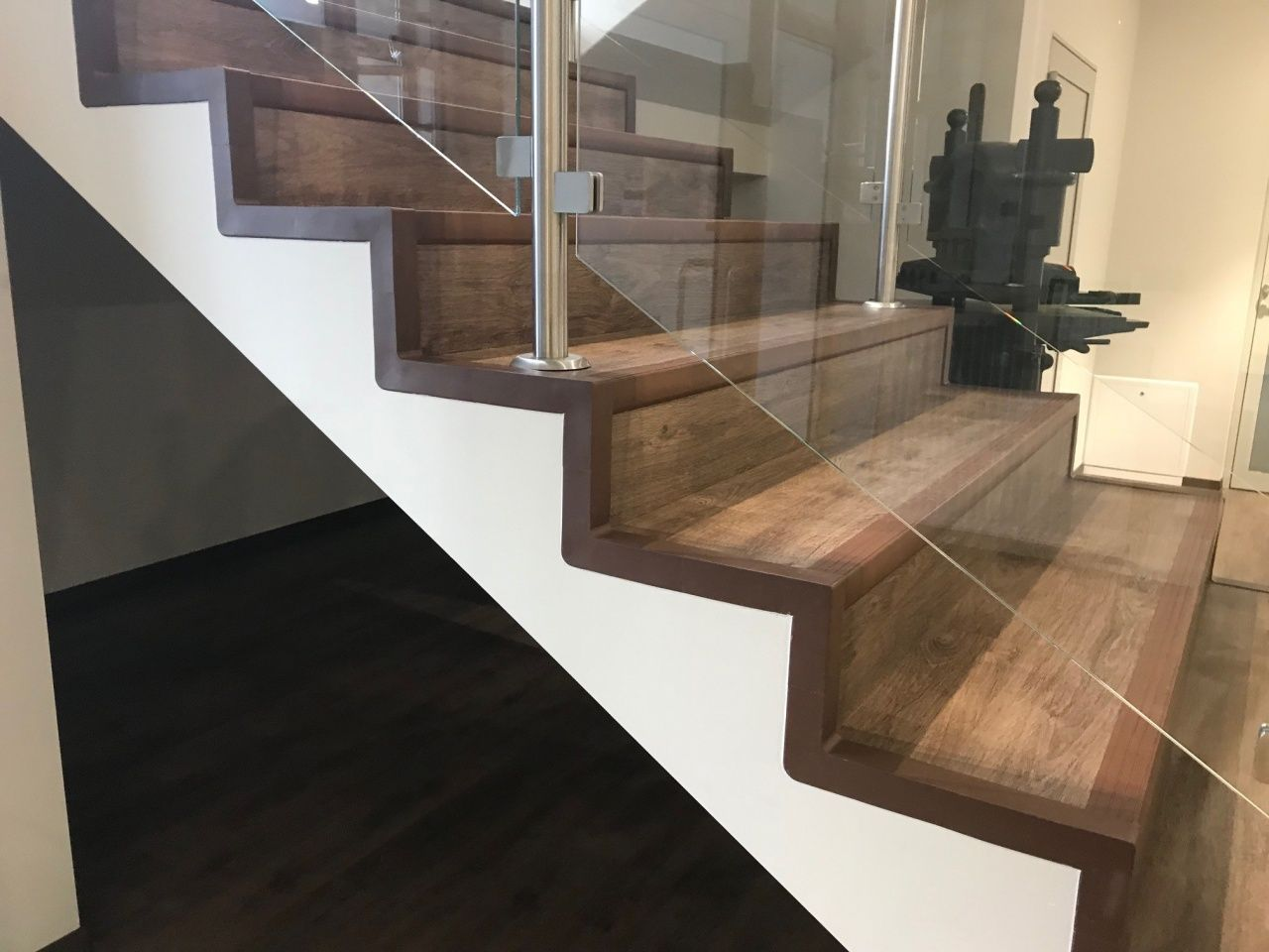 How To Attach Stair Treads Stringers In 2020 Railing