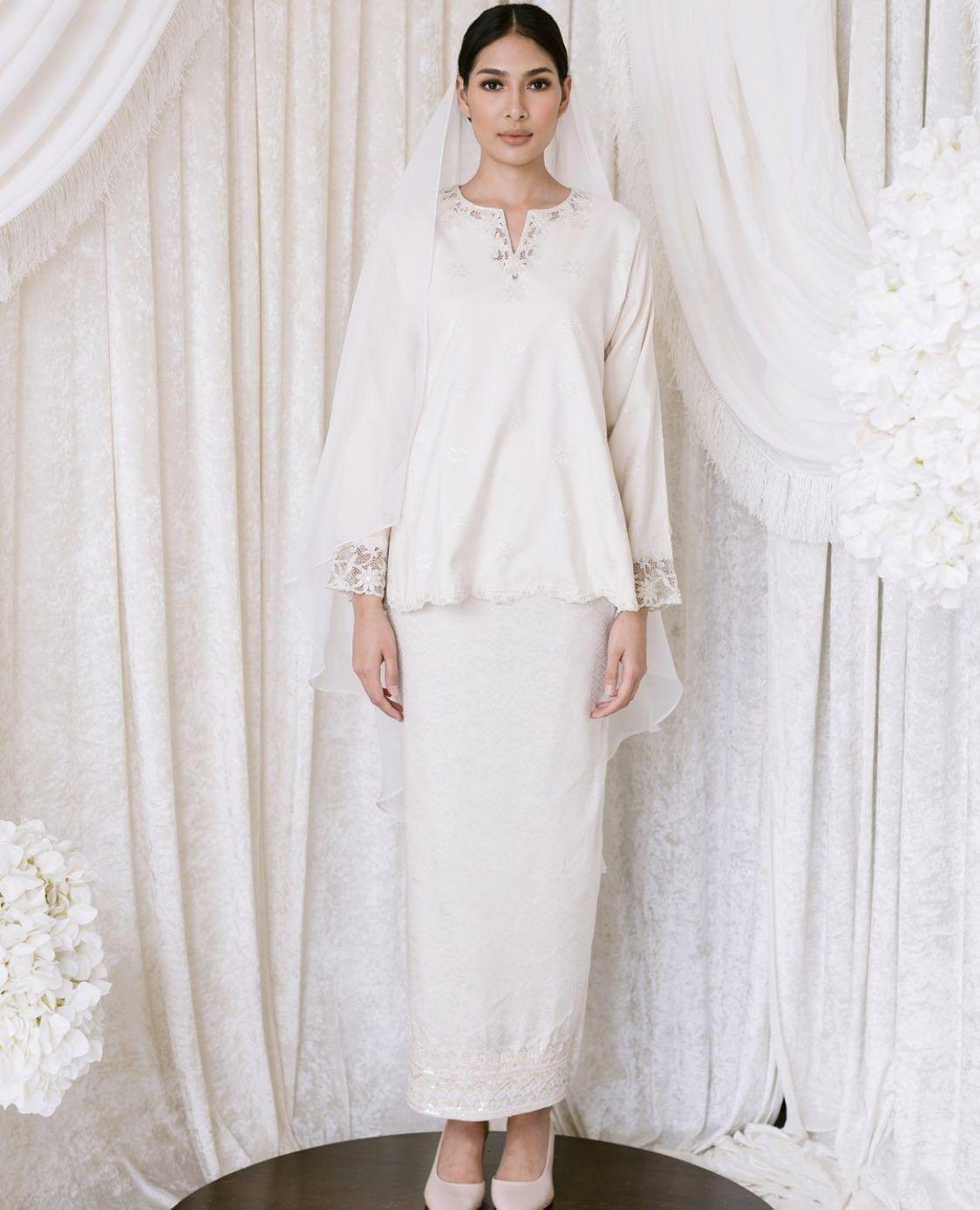 Baju nikah putih simple  Nikah outfit, Nikah dress, Muslimah