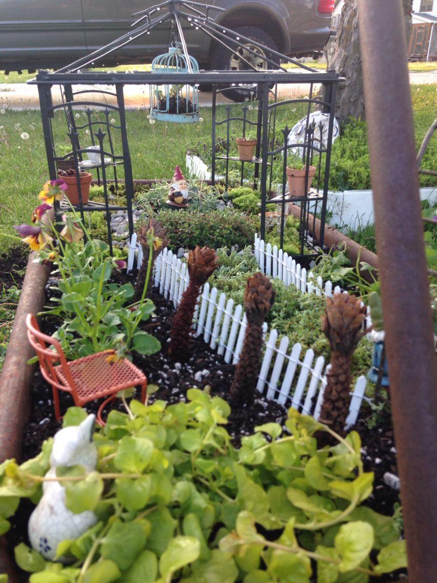 Rusty Wagon Gnome Garden