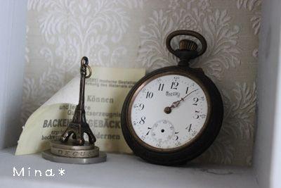 アンティーク懐中時計とエッフェル塔