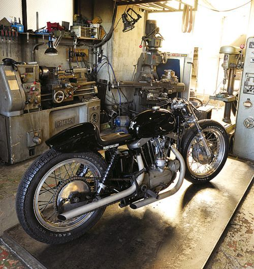 Garage Harley Cafe Racer Motorcycle Custom