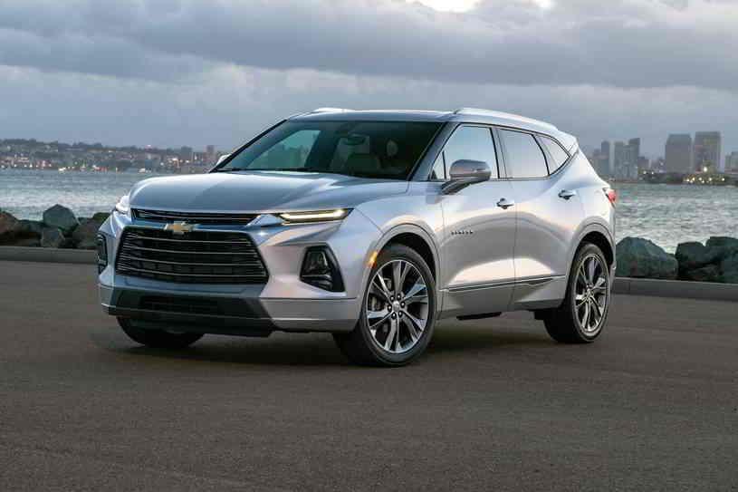شيفروليه بليزر 2020 الجديدة تصنف في فئة سيارات الدفع الرباعي متوسطة الحجم توفر نظاما ترفيهيا سهل الإستخدام وتقديرات قوية للإقت In 2020 Chevrolet Blazer Chevrolet Chevy