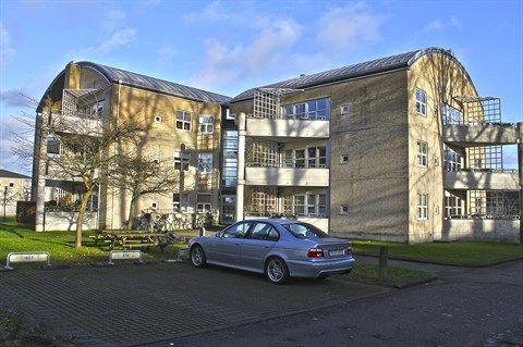 Heslegårdsvej 2, 2. 4., 2900 Hellerup - Velholdt 2v ejerlejlighed øverst oppe med stor solrig altan. #ejerlejlighed #boligsalg #selvsalg #tilsalg #hellerup