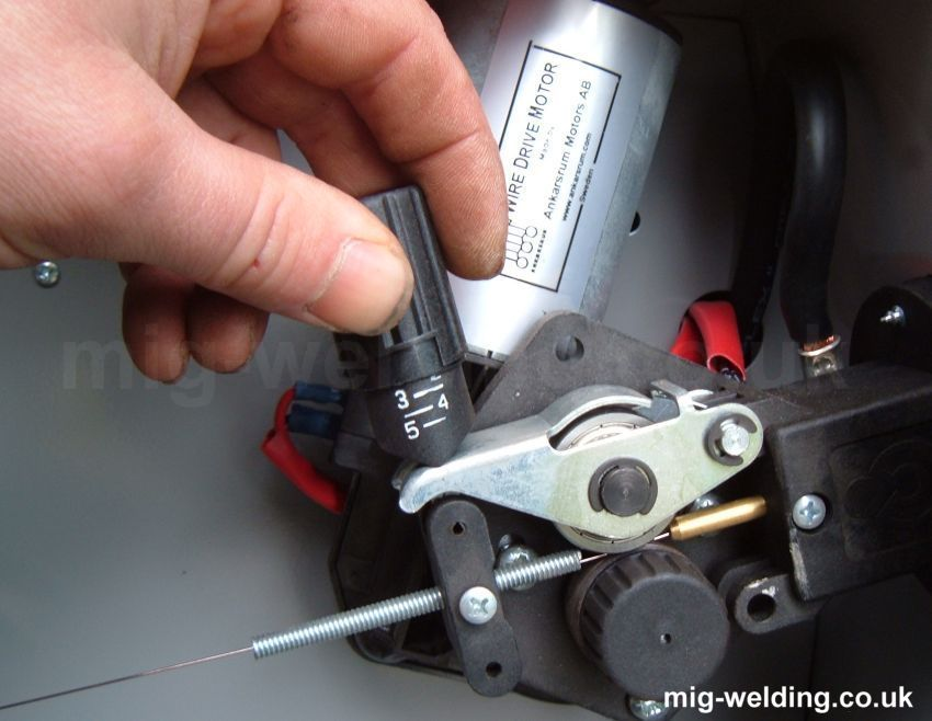 Tensioning MIG wire feed rollers | Instructional | Welding