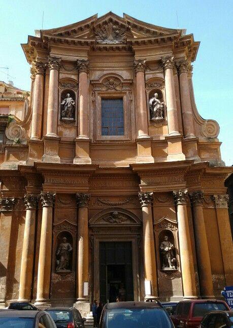 Parrocchia della Santissima Trinità dei Pellegrini, facciata. #Roma