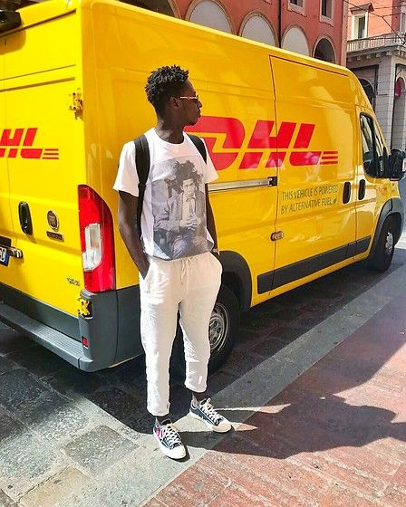 Get this look: http://lb.nu/look/8746803  More looks by Antonio Agyei Owusu: http://lb.nu/user/829478-Antonio-Agyei-O  Items in this look:  Comme Des Garçons Converse Play New Chuck Taylor Low Black, Supreme X Jean Michel Basquiat   #artistic #casual #street