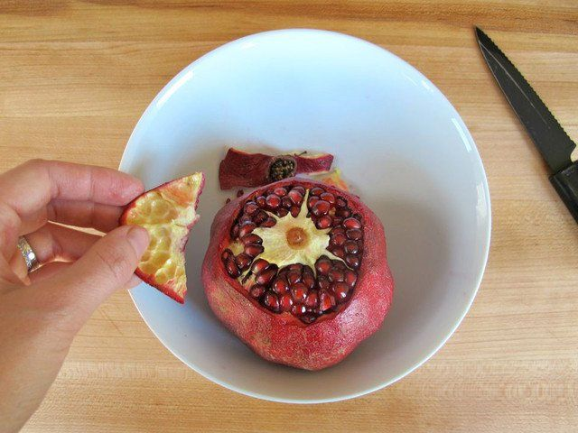 How to de seed and juice a pomegranate.