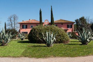 Villa Saraceni     7 Schlafzimmer, Privater Pool    www.sonnigetoskana.de    Italien - Toskana - Grosseto   Die Villa Saraceni liegt im Herzen der Maremma, nur etw 5 km von der Küste entfernt. Das Anwesen befindet sich in einer ausgesprochen guten Lage.#italyvillas #Italianvillas #italianvillasforrent #tuscanvillasforrent #tuscanyvillasforrent #vacation #italytravel #urlaub #grossetovillasforrent #luxuryvilla #italianluxuryvilla #tuscanyluxuryvilla #tuscanyvillaswithpool #holidayhomes