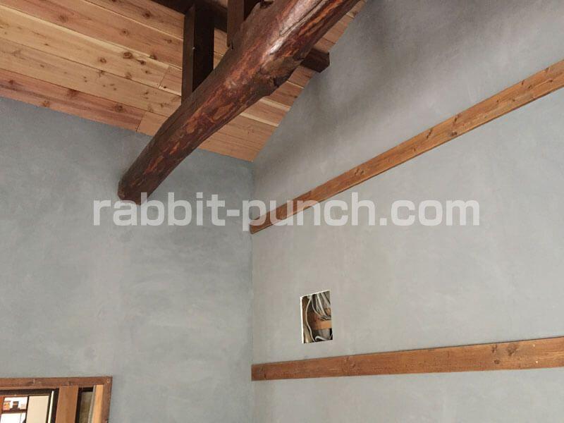 壁紙屋本舗のグレーの漆喰をdiyで塗ってみた 気になる仕上がりは