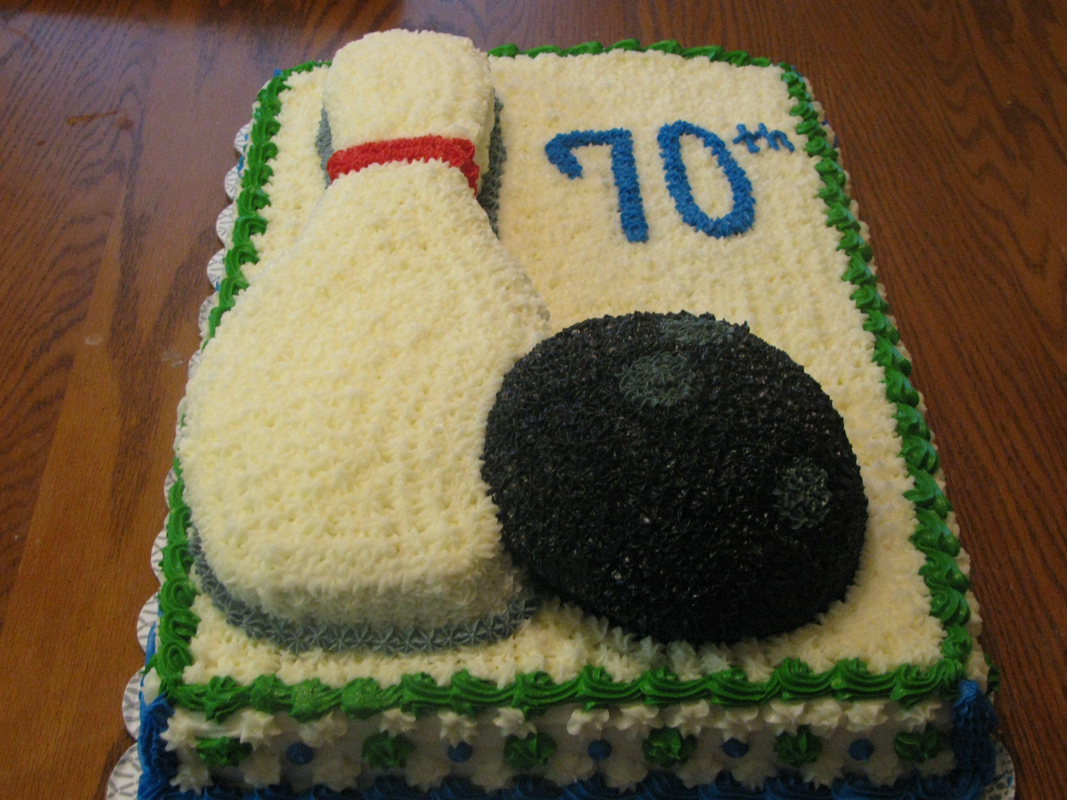 Bowling ball and pin cake.