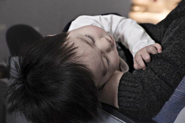 【赤ちゃんが寝ない】生後5ヶ月の時に使える対処法を10個紹介! | オクラ遥ブログ
