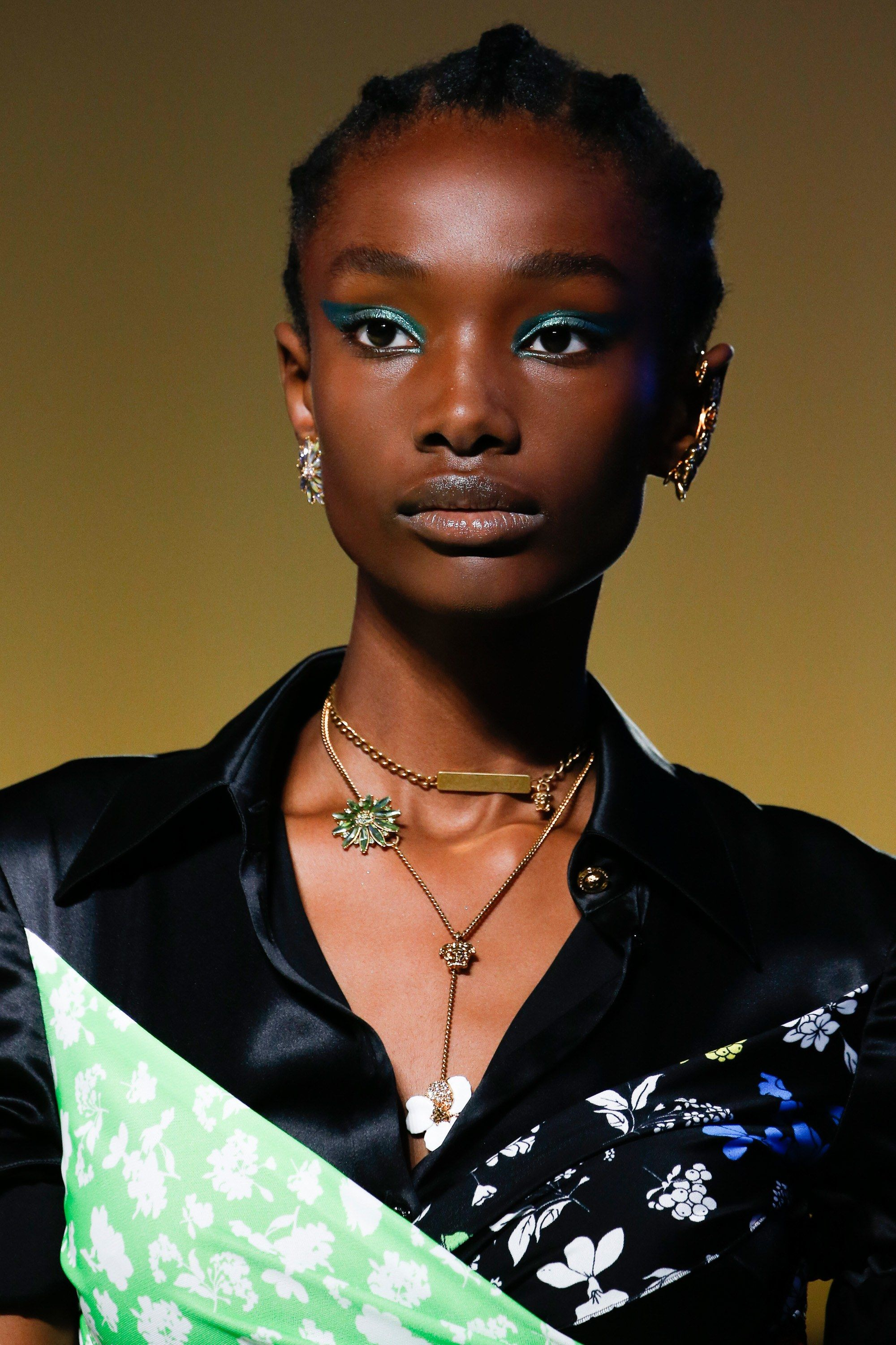 Versace Spring 2019 Ready-To-Wear Fashion Show In 2019 -4559