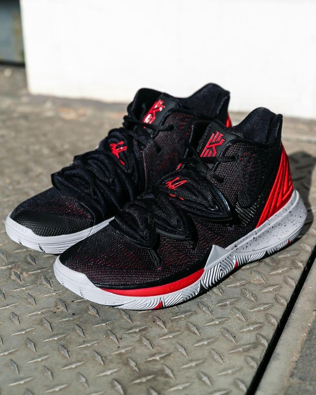 7a98435b4e542 Nike Kyrie 5  BRED