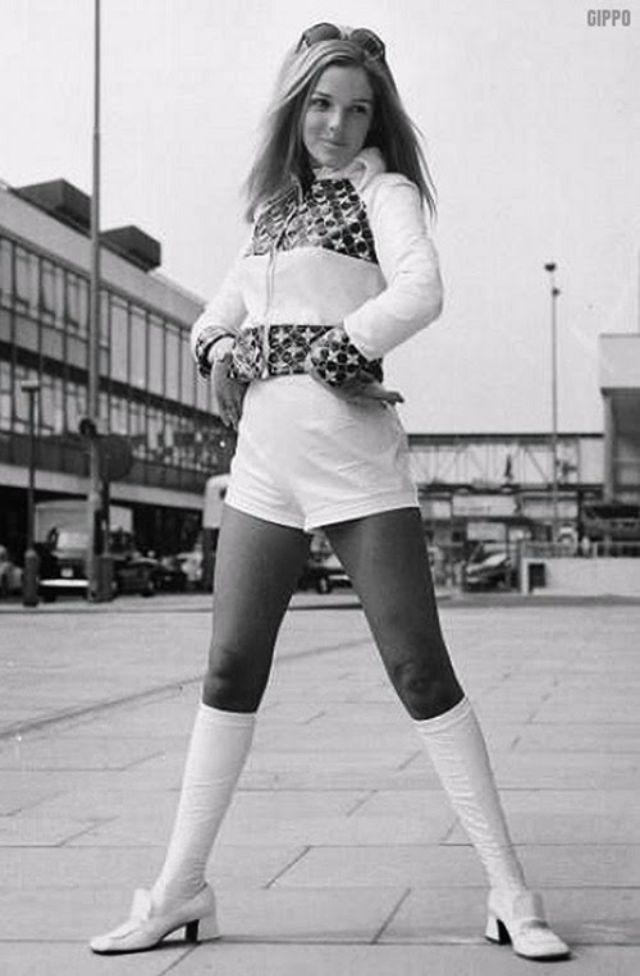 Hotpants Of The 1960s And 70s Vintage Women S Fashion Pinterest