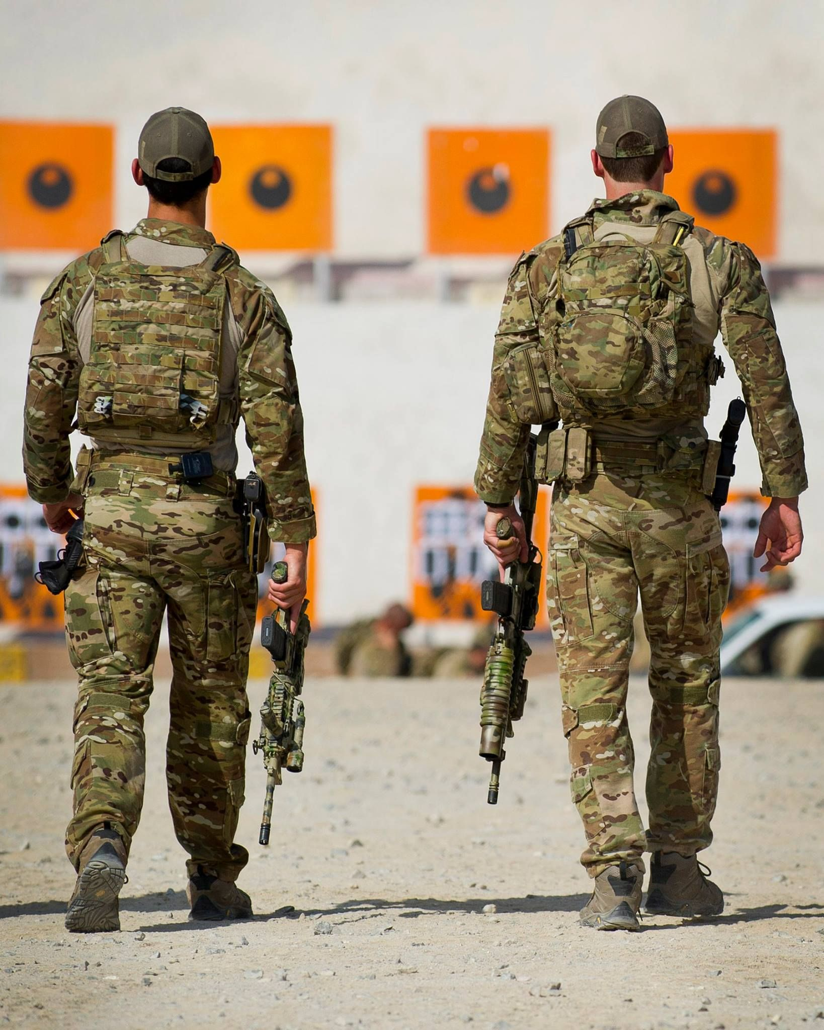 Australian 2nd Commando Regiment on the range. (1638x2048