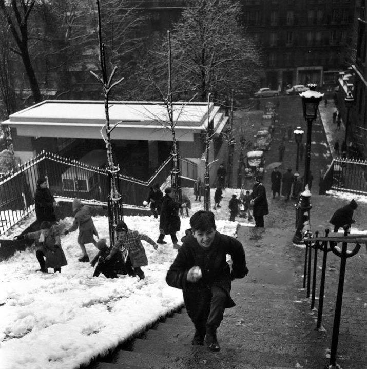 Les escaliers de Montmartre (1958)   Robert Doisneau les plus belles photos de paris sous la neige