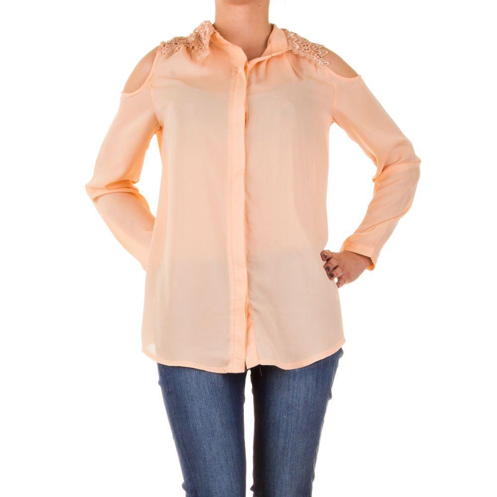 Diese elegante Bluse kann dank der dekorativen Cut-Cuts Ihre Schultern besonders schön in Szene setzten. Der leichte, fließende Stoff fühlt sich wunderbar auf der Haut an und sieht zudem sehr edel aus. | Ital-Design.de - 12,99 Euro