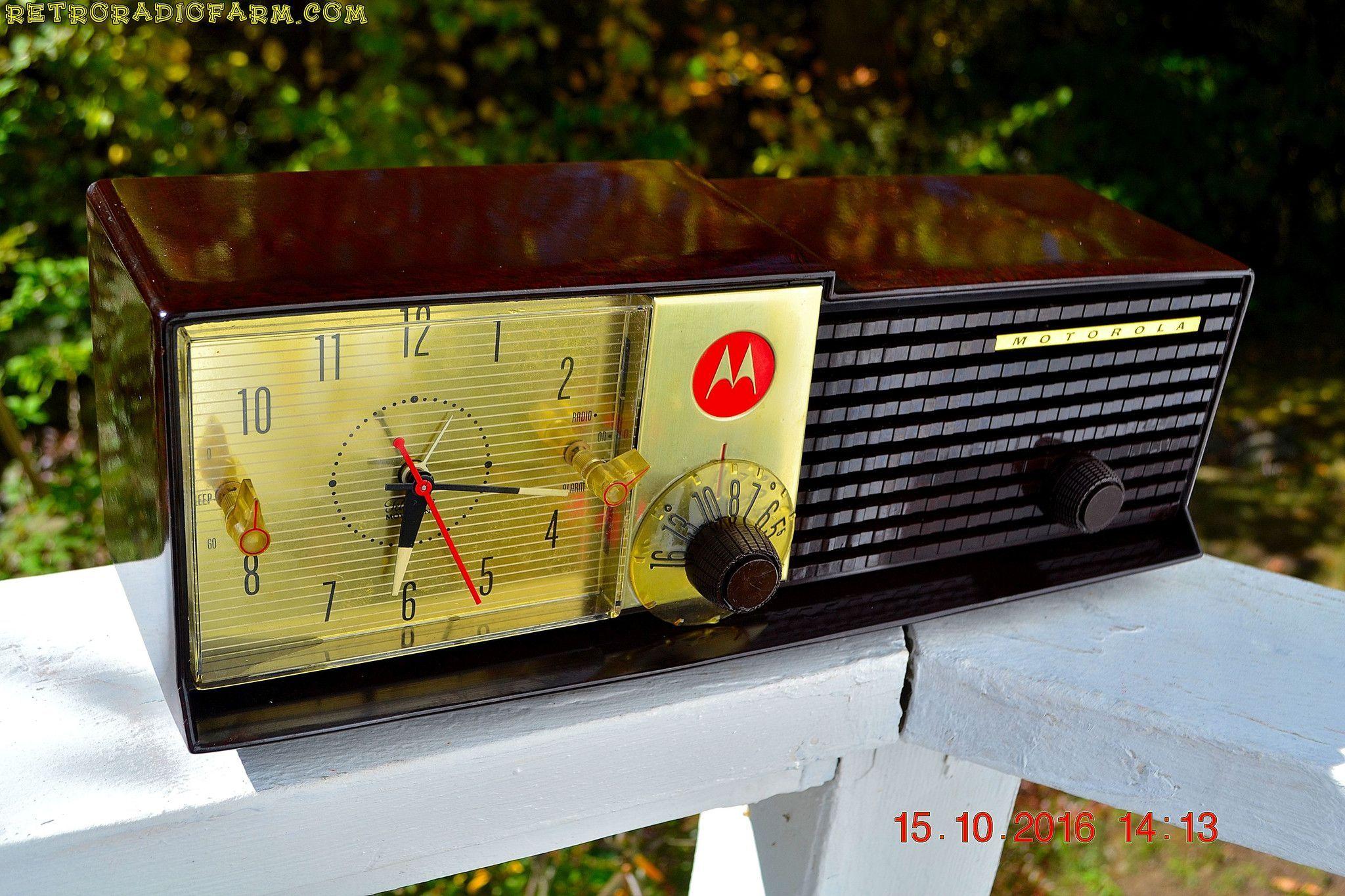 IMMACULATE Expresso Bi-level Retro Jetsons 1957 Motorola 57CD Tube AM Clock Radio Pristine!
