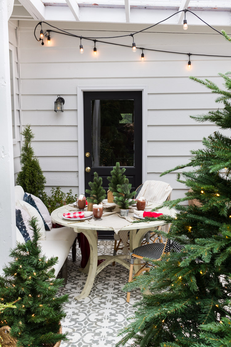 Simple Outdoor Christmas Table Decorating A Christmas Tablescape Tour Outdoor Christmas Christmas Decorations Rustic Outdoor Christmas Decorations