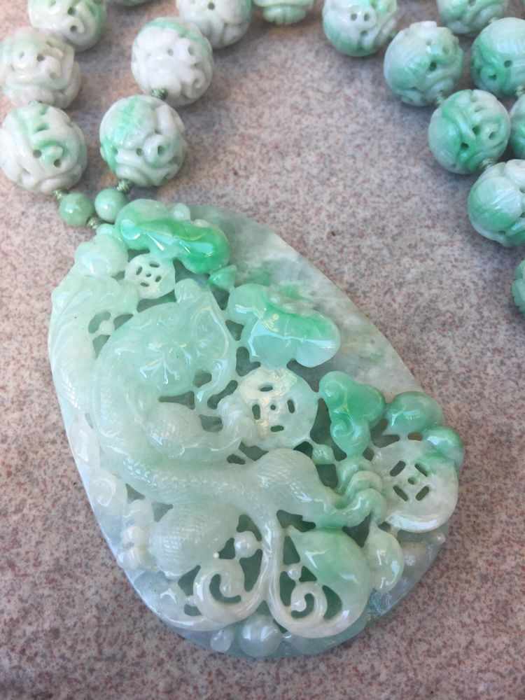 Beautiful Chinese jade hand-carved the statue of dragon PENDANT E