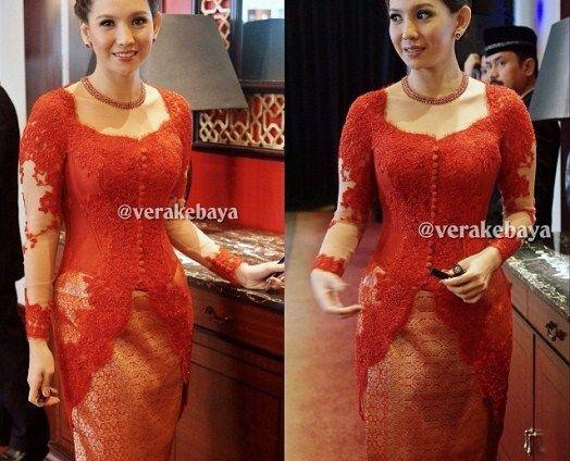 Model Vera Kebaya Warna Merah Bawahan Kain Songket Fav Di 2019