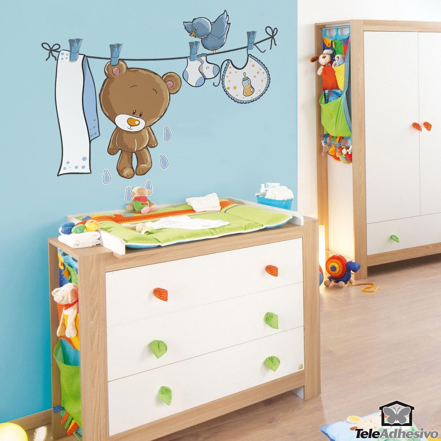 kinderzimmer wandtattoo b r und vogel auf der w scheleine. Black Bedroom Furniture Sets. Home Design Ideas