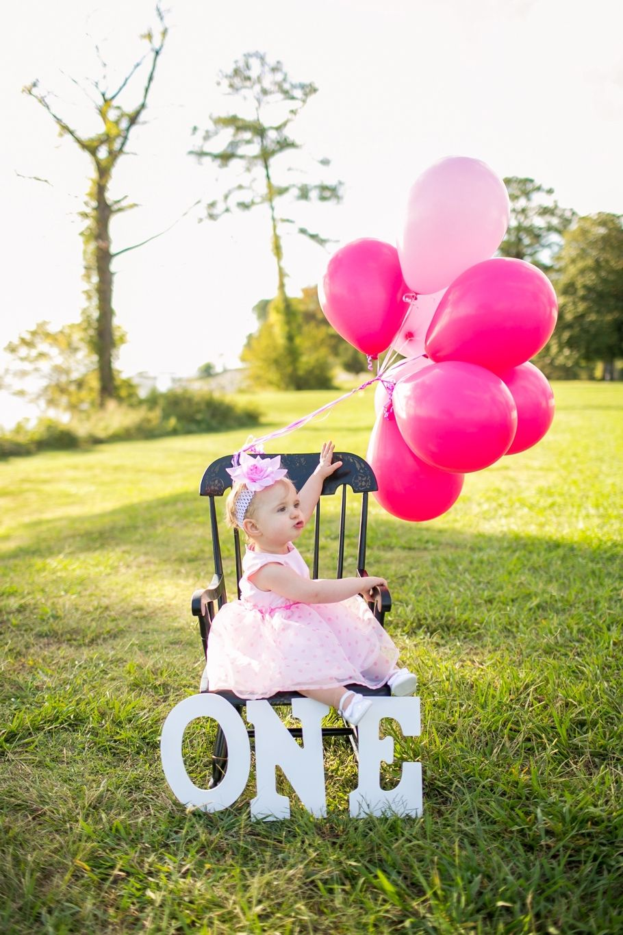 One year old baby girl photos in the park pink birthday pink balloons first birthday photo amanda truth photography