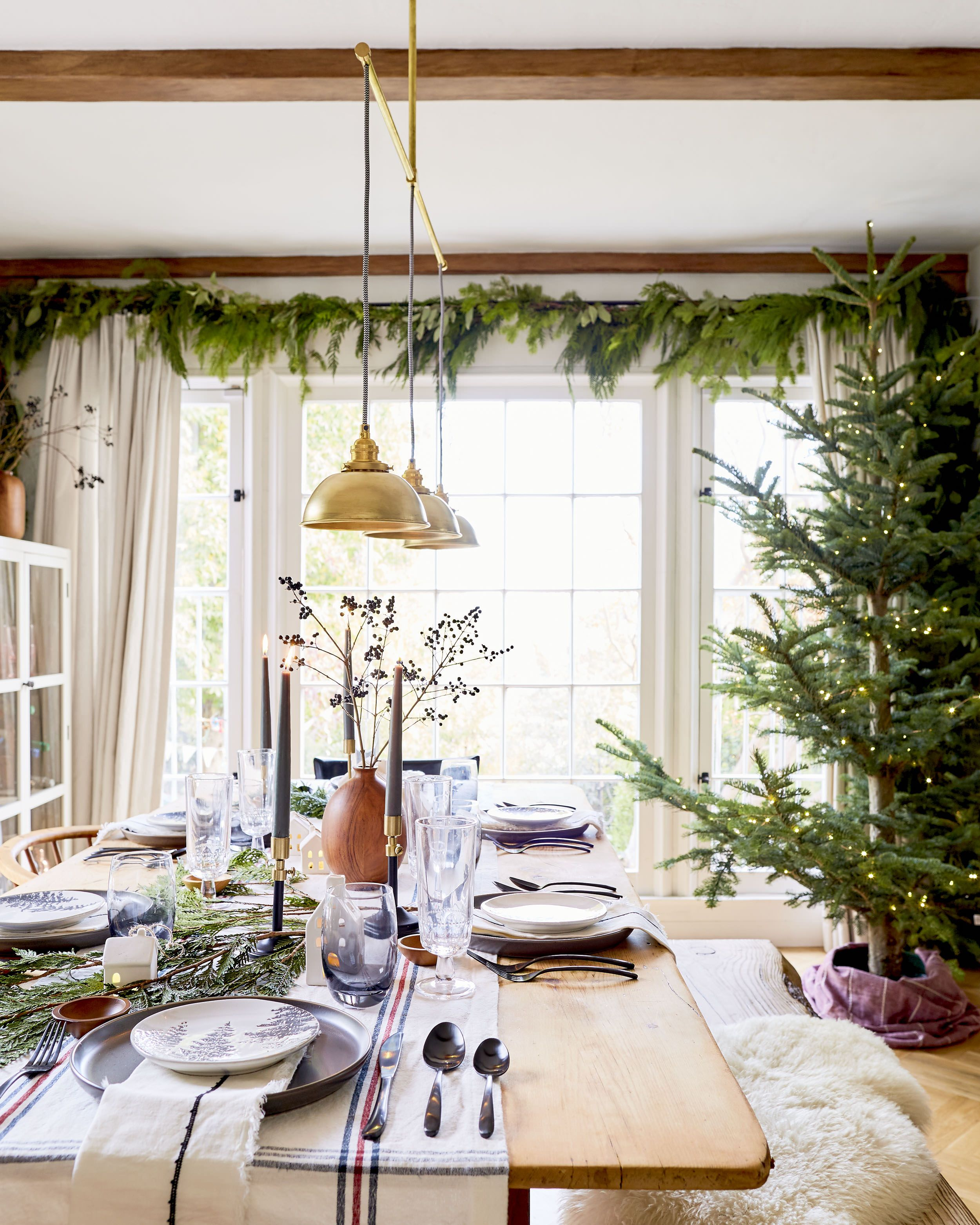37 Stunning Christmas Dining Room Décor Ideas: How To Create A Casual, Affordable And Beautiful Holiday