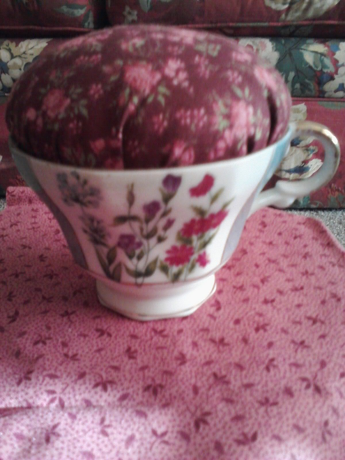 How to make an EASY PIN CUSHION with a tea cup!
