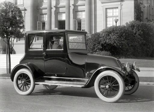 Franklin Brougham with air-cooled engine and veed windshield.  San Fran. c 1919 http://www.shorpy.com/node/20671 C. Helin
