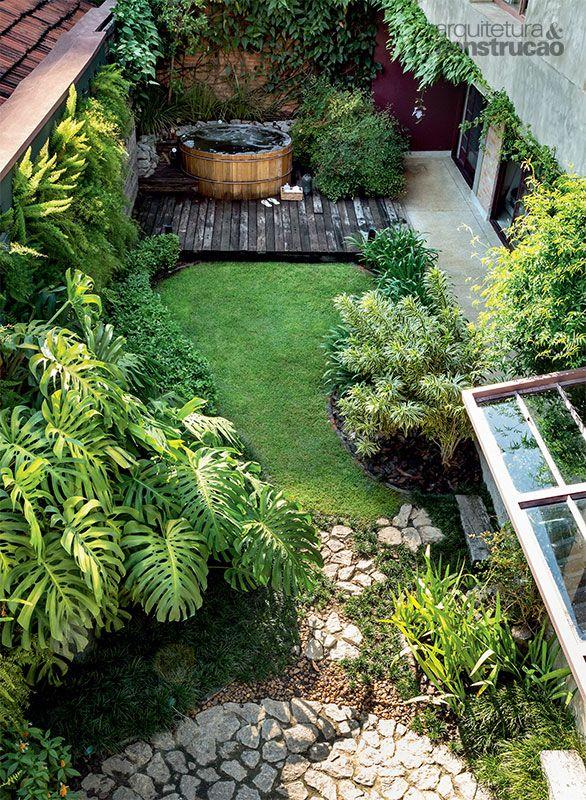 Reforma de casa aproveita materiais e rende jardim no quintal