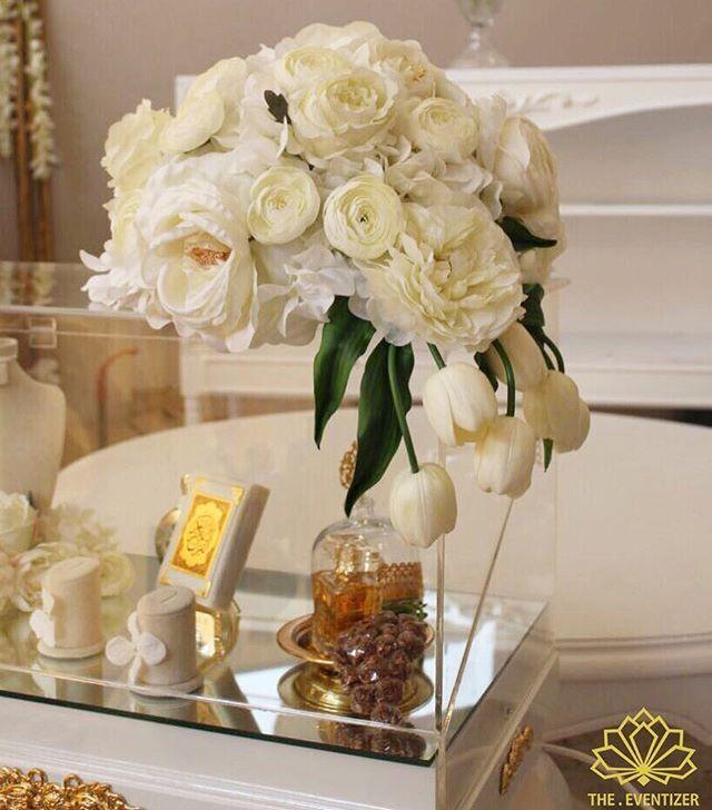 نصمم وننفذ عربيات الملكة حسب اختياركم كل اللي عليكم تتواصلوا معانا أو تزورونا في معرضنا تقدروا تتواصل Wedding Decorations Wedding Gift Boxes Table Decorations