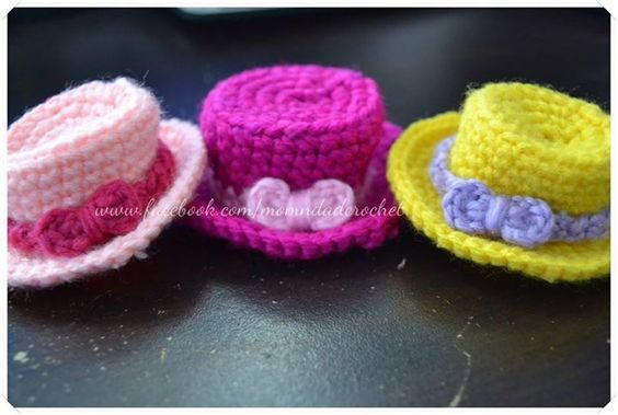 Crochet Miniature Hat - Free Pattern here: http://www.ourfam… | Tiny ...