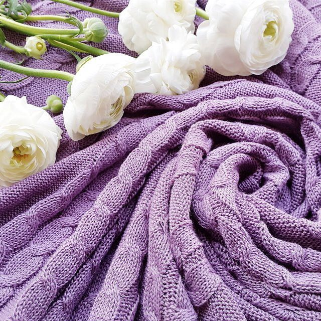 Lilac color #bedcover and gorgeous white flowers