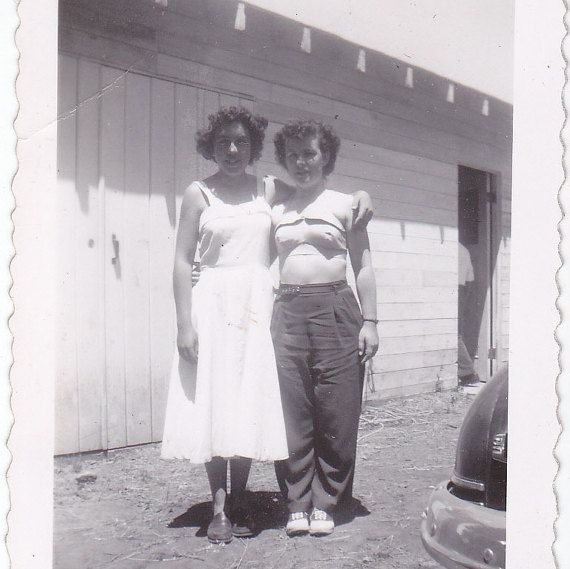 26f9ec18d10 Vintage Photo Young Women Hug Girls Curly Hair Dress Sexy Stomach Family  Car Bumper Man Barn Door Original Snapshot Photograph 1950s A131