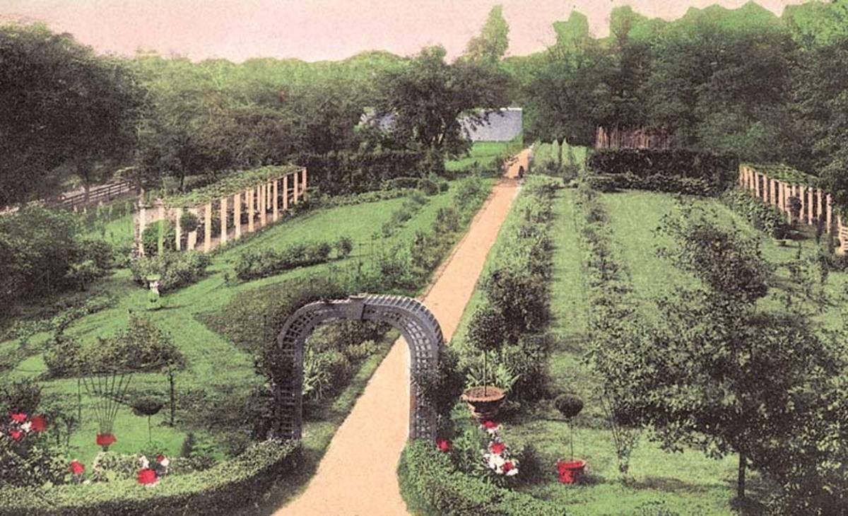 8 Garden Designs For Old Houses