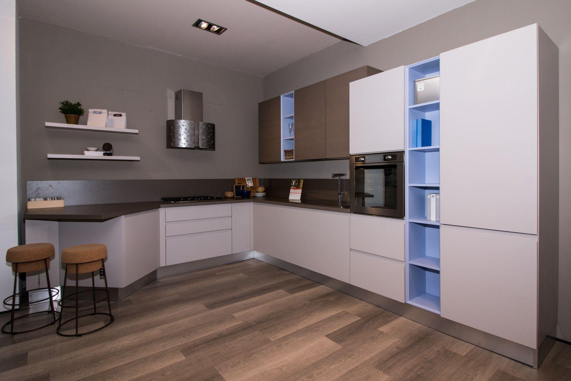 Linda - Cucina Lube Moderna in esposizione presso il nostro ...