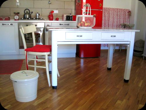 Tavolo vintage con piano in marmo per cucina casa nuova nel 2019 pinterest - Cucina bianca e rossa ...