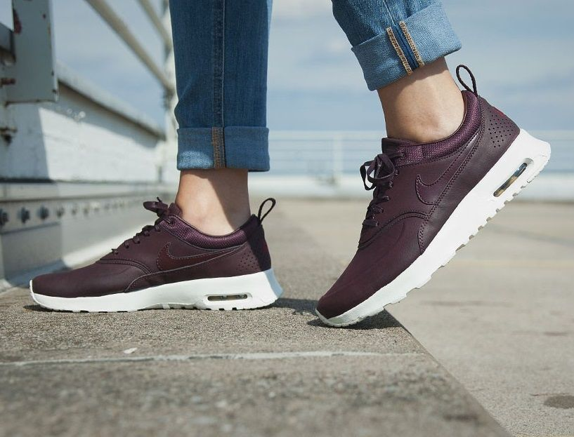 womens nike air max thea trainers burgundy/white