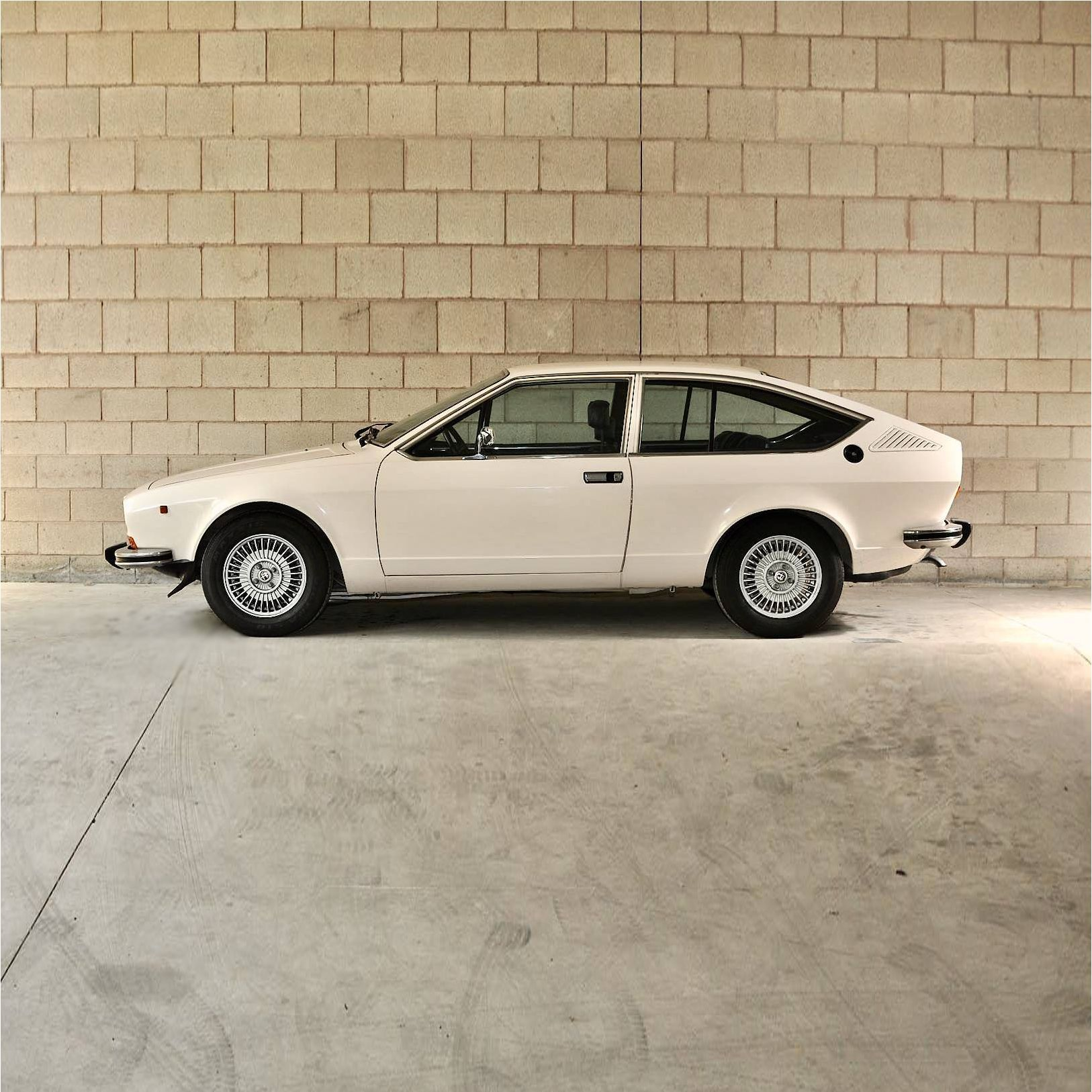 Authentic Classic Supplied By Vintage Car Masters A 1979 Alfa Romeo Alfetta Gt 1 6 Powered By A Reliable 1 6 Liter 4 Cylinder Engine T Alfa Romeo Romeo Coupe