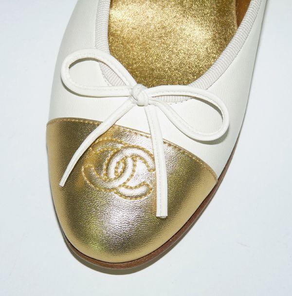 3d9fd40488f2 ballerines chanel en cuir bicolore depot vente de luxe en ligne tendance  shopping